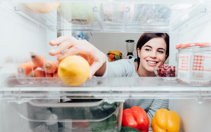 Hold orden i køleskabet – sådan gør du