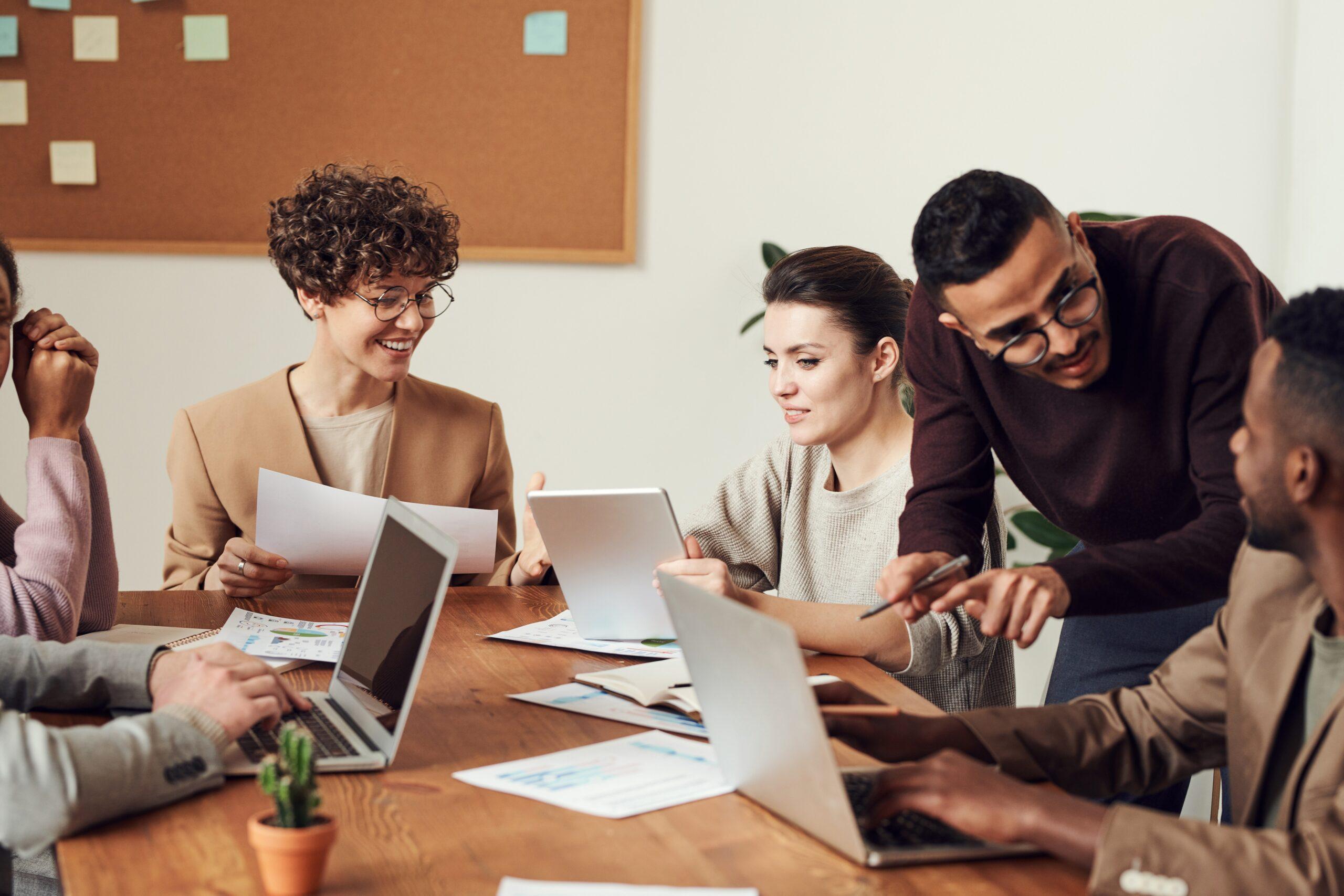 Få et godt arbejdsmiljø med dansk firmagaver
